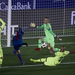 January 10, 2019 - Valencia, U.S. - VALENCIA, SPAIN - JANUARY 10: Jasper Cillessen, goalkeeper of FC Barcelona keep the ball to Borja Mayoral, forward of Levante UD during the Copa del Rey match between Levante UD and FC Barcelona at Ciutat de Valencia on January 10, 2019 in Valencia, Spain. (Photo by Carlos Sanchez Martinez/Icon Sportswire) (Credit Image: © Carlos Sanchez Martinez/Icon SMI via ZUMA Press)