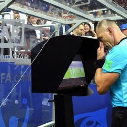 MOSCOW  RUSSIA - JULY 15   Referee Nestor Pinata reviews VAR footage before awarding France a penalty during the 2018 FIFA World Cup Final between France and Croatia at Luzhniki Stadium on July 15  2018 in Moscow  Russia    Photo by David Ramos - FIFA FIFA via Getty Images
